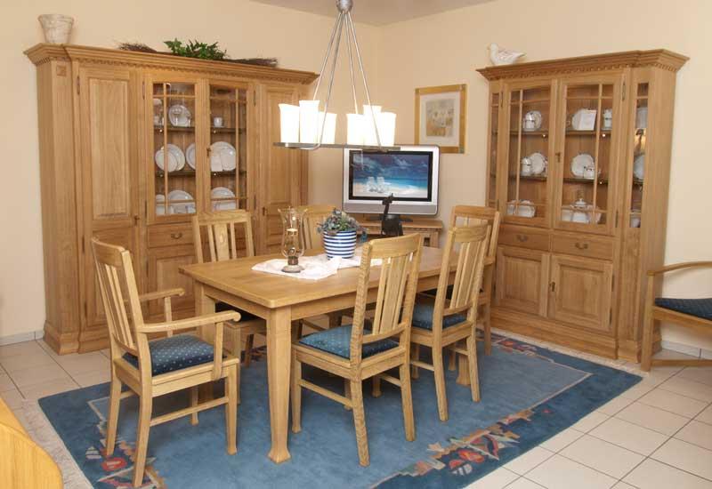 Eichenmöbel in gelaugt / Schrank Vitrine Tisch Stühle