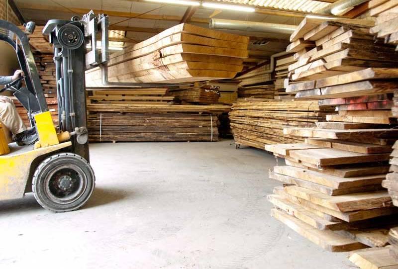 Detail Holzzuschnitt mit Massivholz aus Eiche