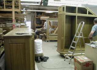 Endmontage der Eichenmöbel und Massivholzmöbel