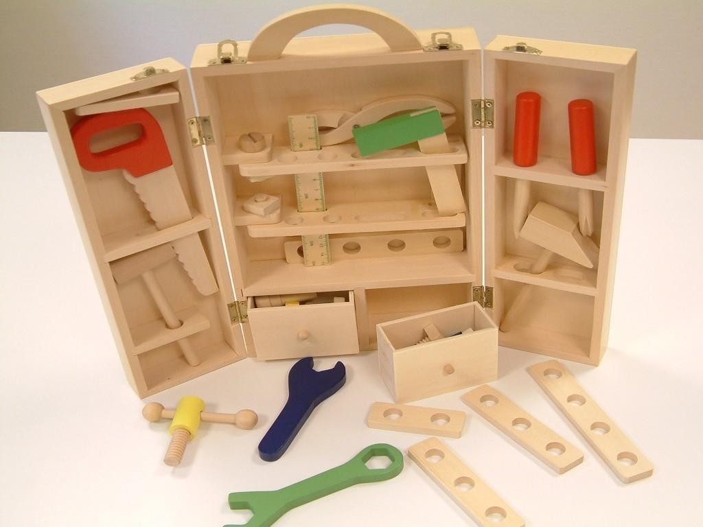 tragbarer werkzeugkoffer aus holz inkl werkzeug s ge hammer schrauben u s w gewicht. Black Bedroom Furniture Sets. Home Design Ideas