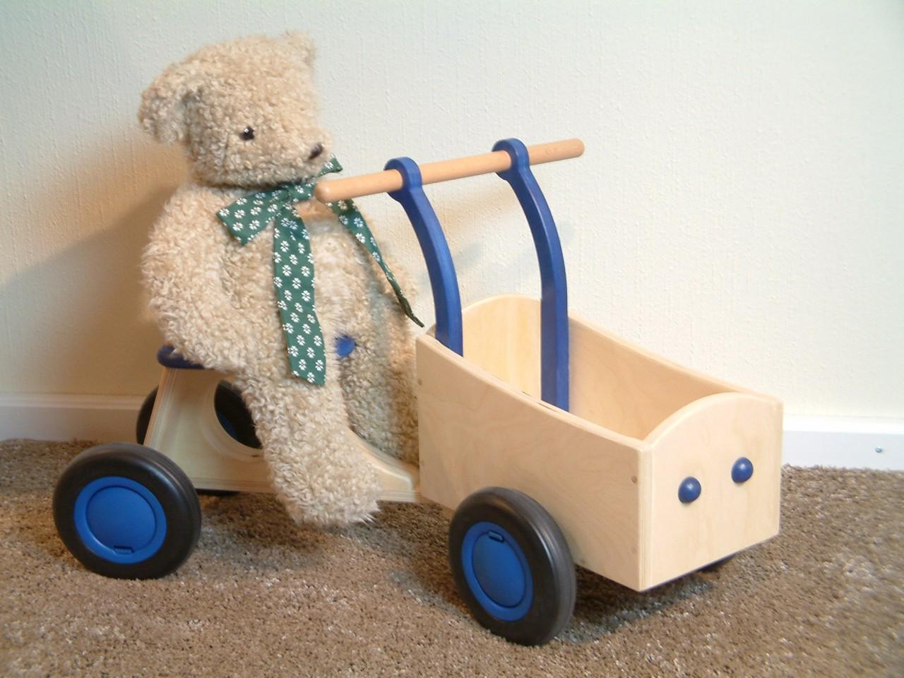bakfiets tolles vierrad laufrad mit transportkiste. Black Bedroom Furniture Sets. Home Design Ideas